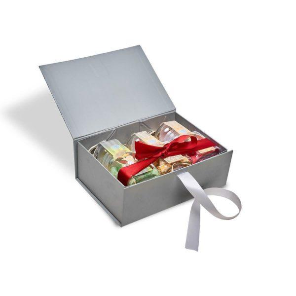 Box_offen_mit_Schleife_1200px